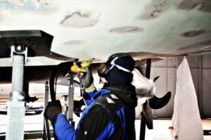 GFK Schleifarbeiten auf der Bootswerft Kiel