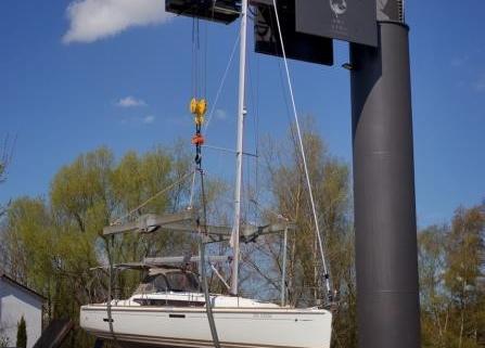 Der neue 25 Tonnen Kran in der Yachtwerft Rahtje in Kiel