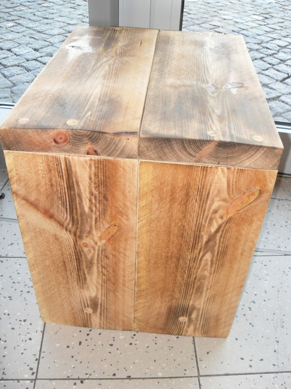 Woodstation Tische und Bänke